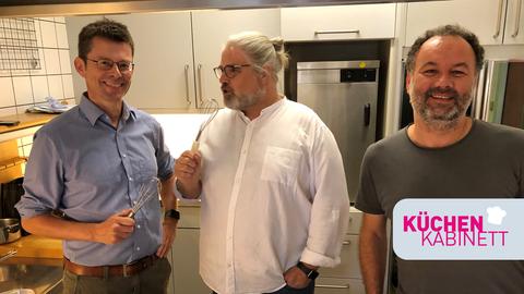 Nicholas Buschschlüter, Stefan Bücheler und Piccardo Mastrocola im hr-iNFO Küchenkabinett