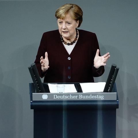 Kanzlerin Merkel bei der Regierungserklärung zum Teil-Lockdown