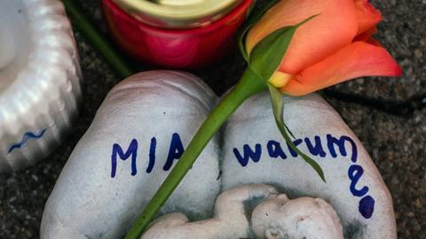 Ein Gedenkstein erinnert an die getötete 15-jährige Mia aus Kandel