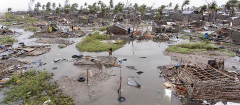 """Zerstörte Häuser in Beira: Zyklon """"Idai"""" hat große Teile des Landes überschwemmt."""
