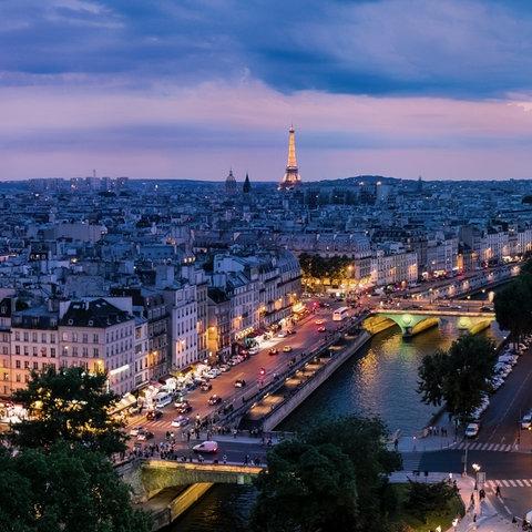 Panoramafoto von Paris bei Nacht