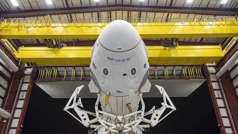 SpaceX Rakete im Hangar