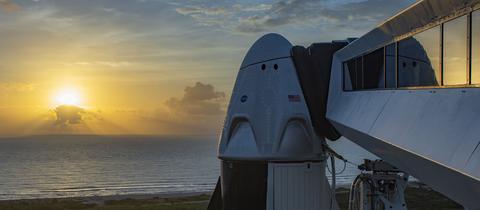 SpaceX Shuttle vor Sonnenuntergang