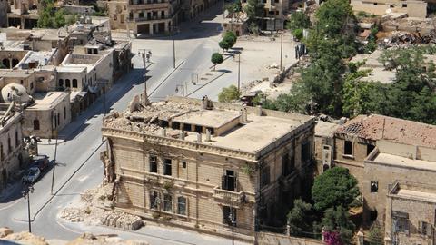Foto aus Aleppo, Syrien mit zerstörten und kriegsgezeichneten Gebäuden