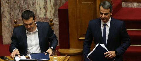 Herausforderer Mitsotakis läuft im Parlament an Amtsinhaber Tsipras vorbei