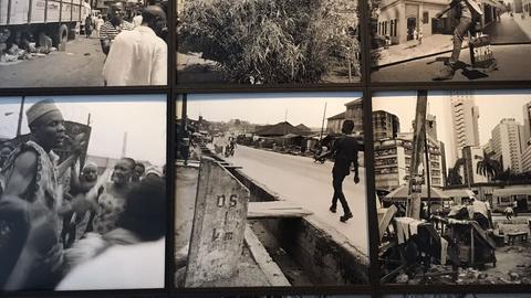 Fotografien des Künstlers Akinbode Akinbiyi auf der documenta