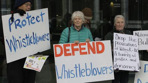 Demonstration zum Schutz von Whistleblowern
