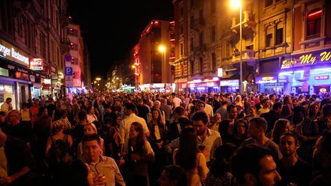grosser Andrang im Rotlicht-Viertel bei der Bahnhofsviertelnacht